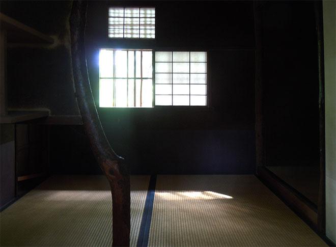 Inside Sanbun-an