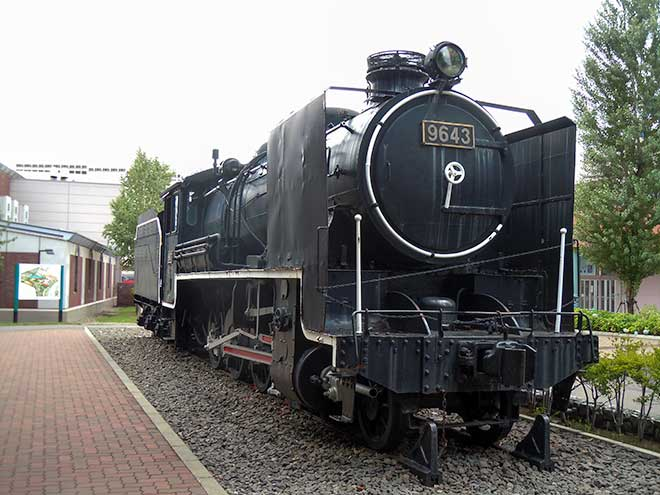 The Old Good Days' Black Heavy Machine: The Steam Locomotive #9643